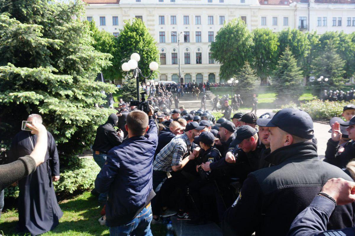 Во время акции был применен слезоточивый газ / Фото УНИАН