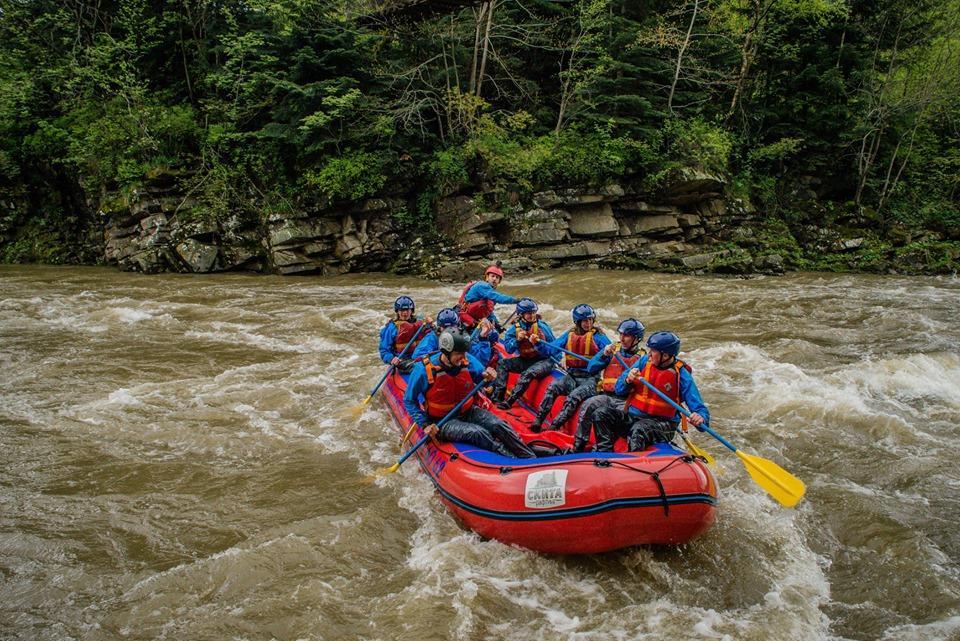 Рафтинг на реке Прут в Яремче / Фото facebook.com/raftingSkyta