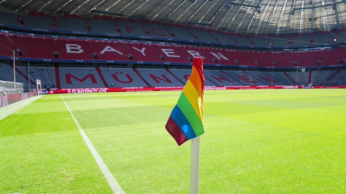 """Мюнхенская """"Бавария"""" поддержала ЛГБТ-сообщество / fcbayern.com"""