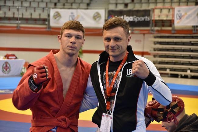 Чемпіон Європи Владислав Руднєв разом з батьком і тренером Сергієм Руднєвим / sambo.net.ua