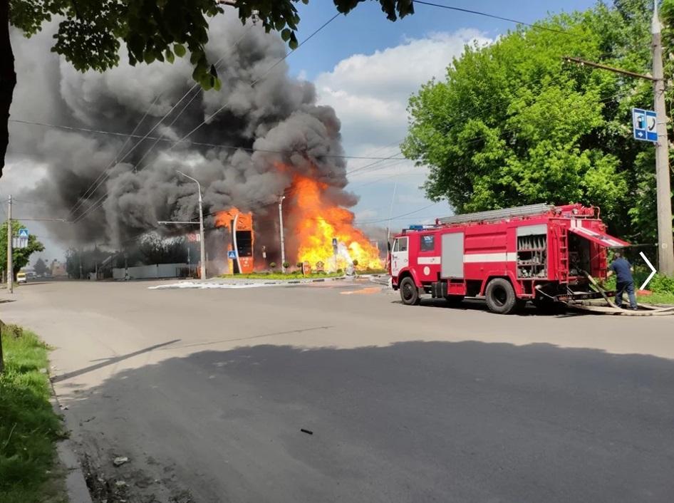 В результате пожара пострадало двое человек, об их состоянии пока неизвестно / фото 112.ua