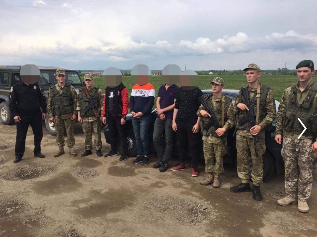 Іноземці приїхали до Україну під виглядом туристів / фото ДПСУ