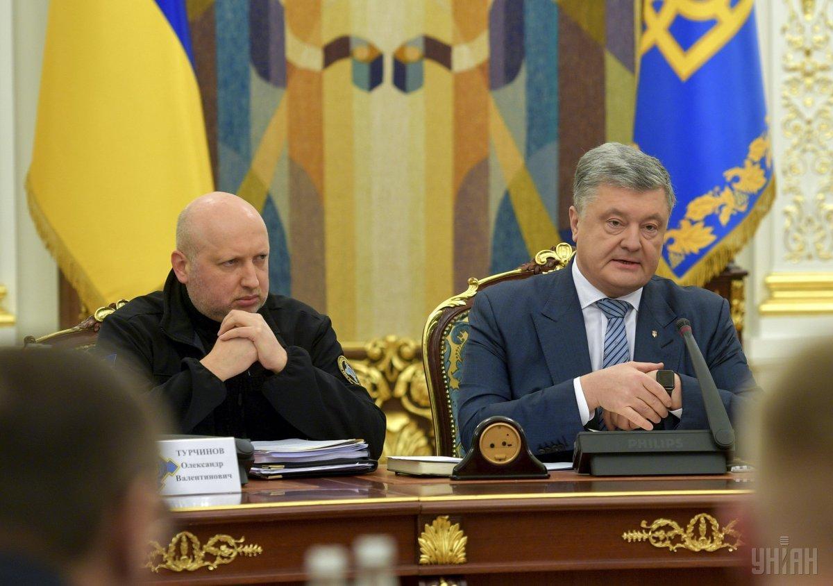 Turchynov (left) and Poroshenko (right) / Photo from UNIAN