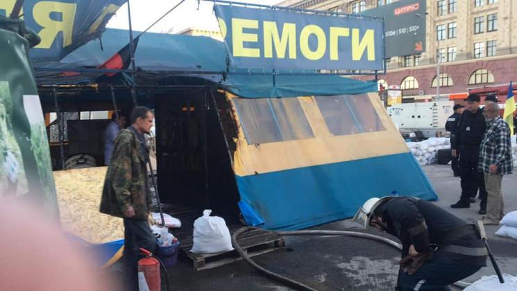 Палатку на площади Свободы подожгли 20 мая / фото Екатерина Яресько, Depo