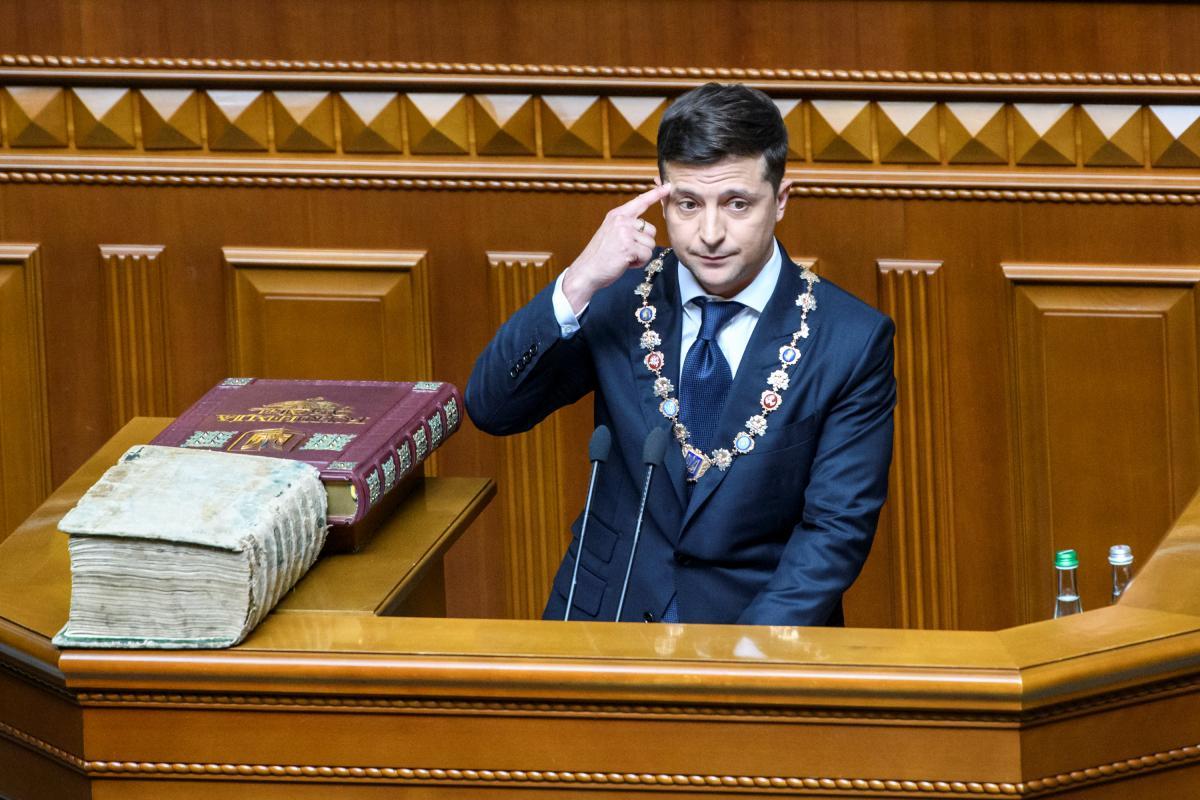 Володимир Зеленський показав декларацію / REUTERS