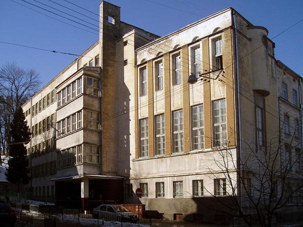 Опасные участки огородили предупредительной лентой / иллюстрация: varta1.com.ua