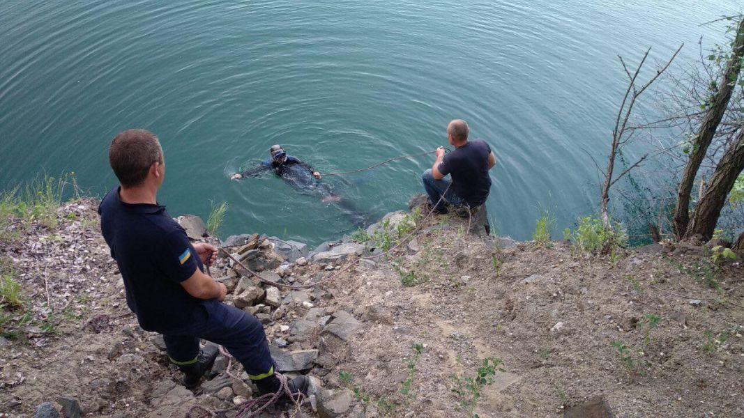Тіло потонулого дістали водолази / фото: krivbass.city