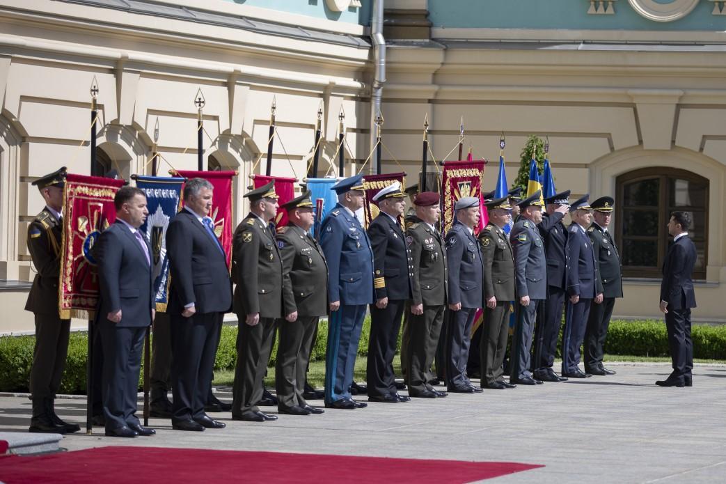 Глава СБУ и командующий ССО не отдали честь новому президенту / фото president.gov.ua