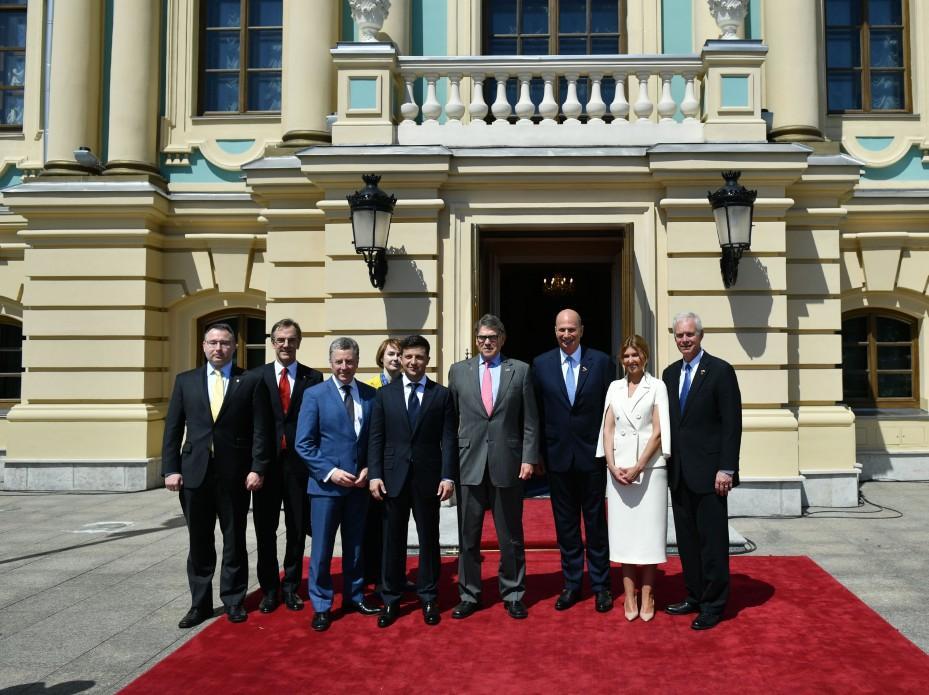 Елена Зеленская выбрала элегантное платье с жакетом / фото president.gov.ua