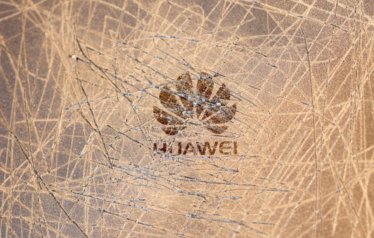 МИД Украины пообещал демонтировать все оборудование Huawei / REUTERS