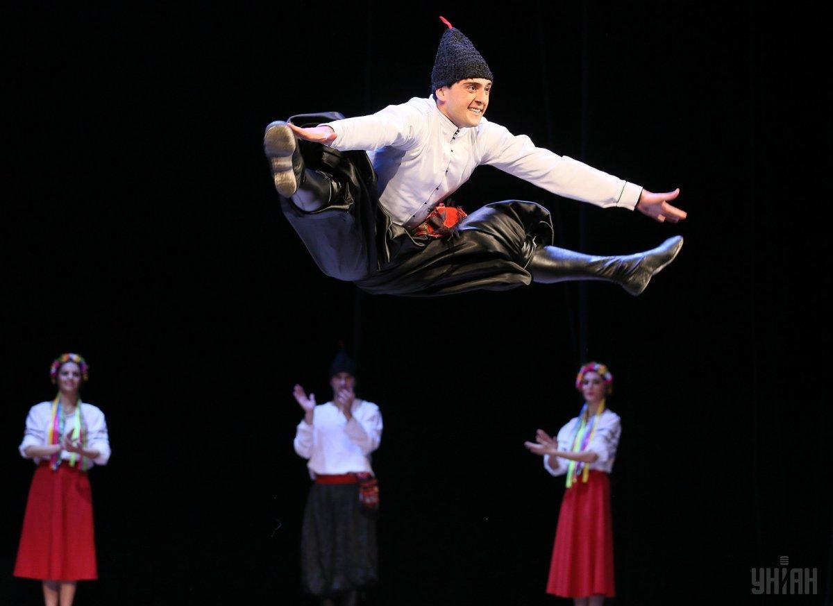В Харькове 400 танцоров одновременно исполнили танец-гопак / фото УНИАН