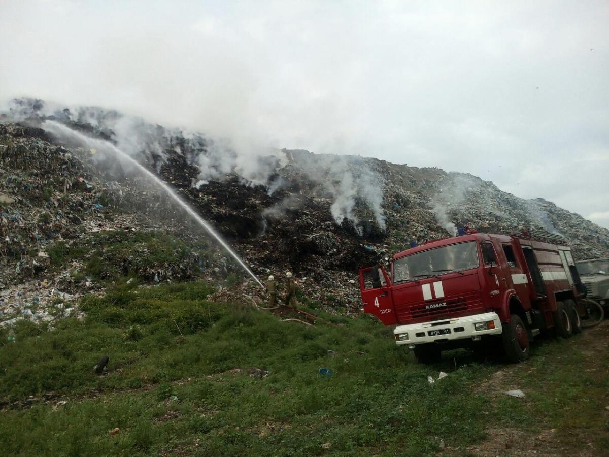 Ликвидация пожарапродолжается / фото ГУ ГСЧС в Полтавской области