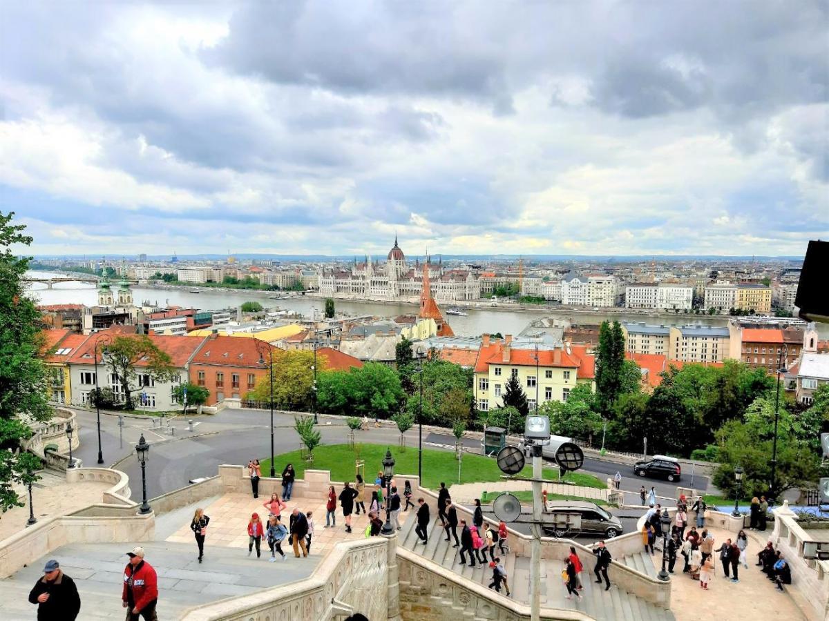 Вид на Будапешт с Рыбацкого бастиона / Фото Вероника Кордон
