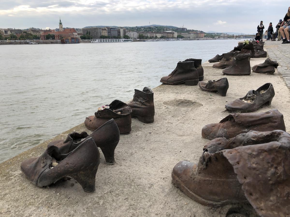 Мемориал жертвам Холокоста в Будапеште / Фото Вероника Кордон