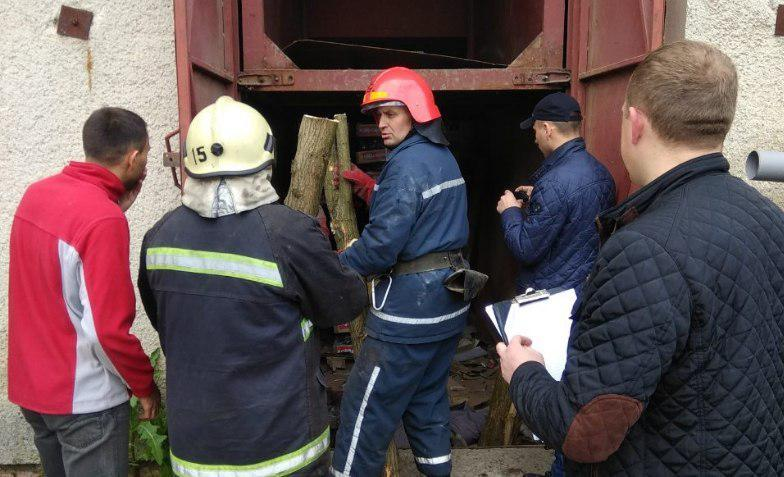 На момент події працівники підприємства перебували у шахті ліфта / фото ГУ ДСНС у Львівській області