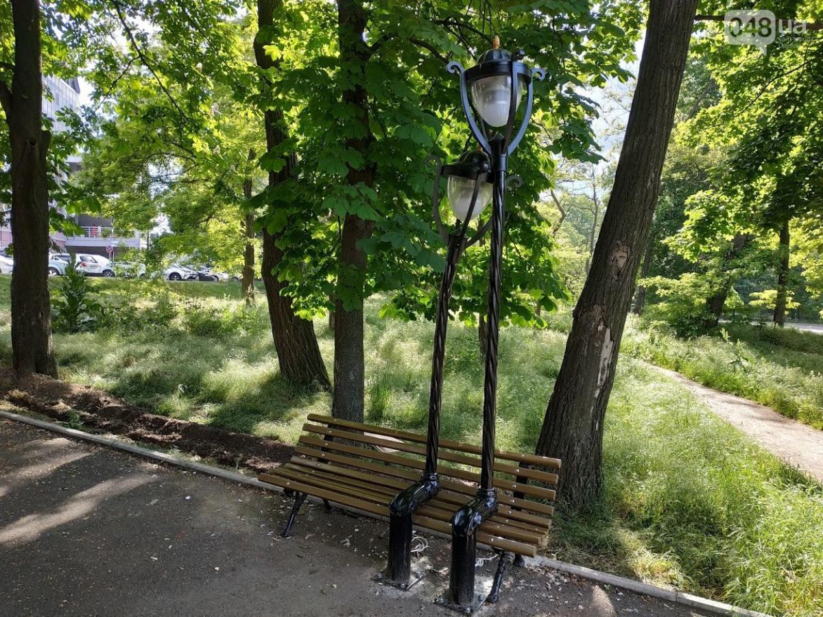"""""""Влюбленные фонари"""" обосновались на лавочке в Одессе / Фото: 048"""
