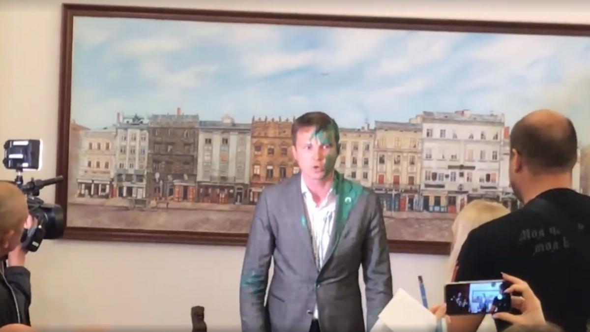 Замамэра Львоваоблили краской / скриншот видео