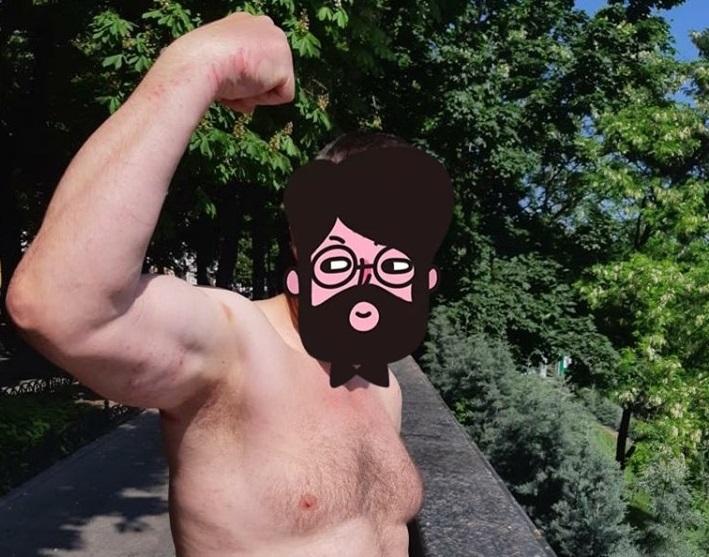 Мужчина был обнажен по пояс и приставал к прохожим / фото facebook.com/n.pokrovskiy
