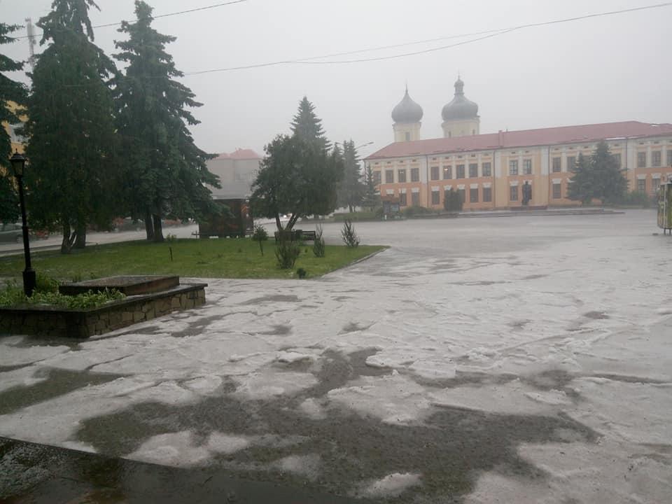 У Збаражі випав град / www.facebook.com/ns.zba