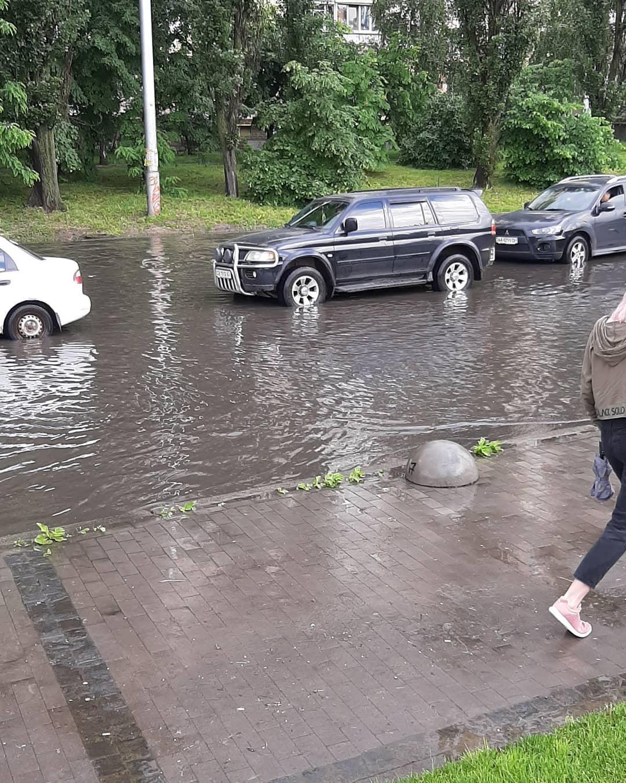 После дождя зтопило Святошин / www.instagram.com/tatiana__grubnyk/