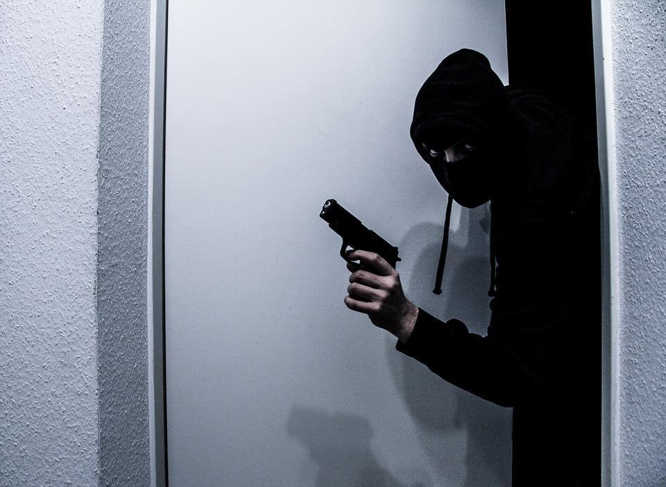 Во Львове мужчина ограбил магазин / фото pixabay.com