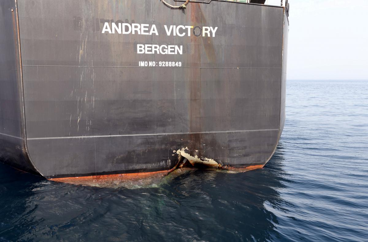 Повреждения танкера в результате нападения / REUTERS