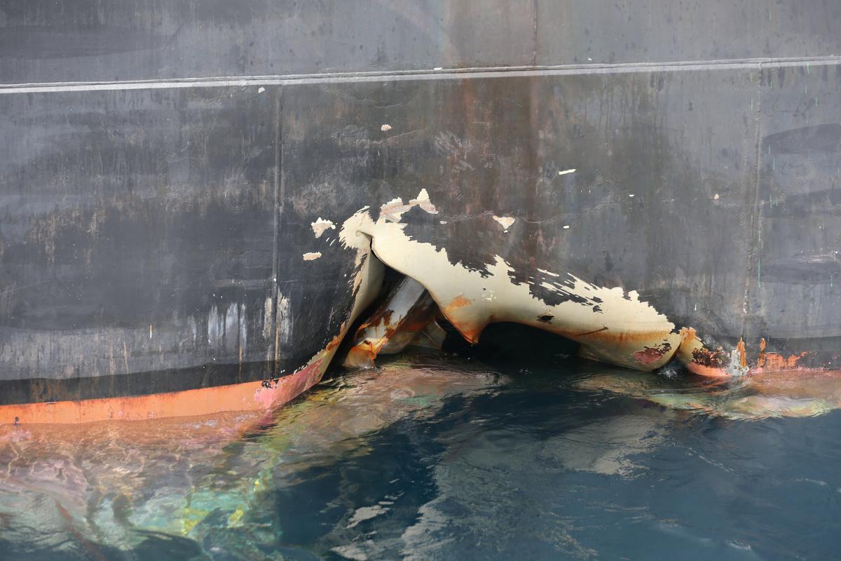 Повреждения танкера в результате нападения/ REUTERS