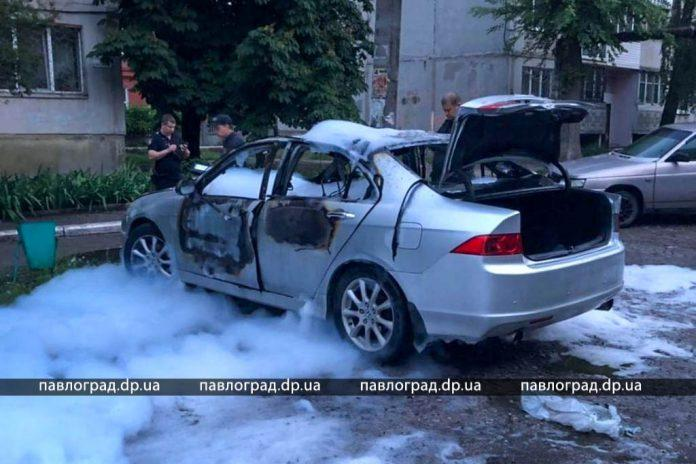 В Павлограде неизвестные подорвали машину известного спортсмена / фото - павлоград.dp.ua