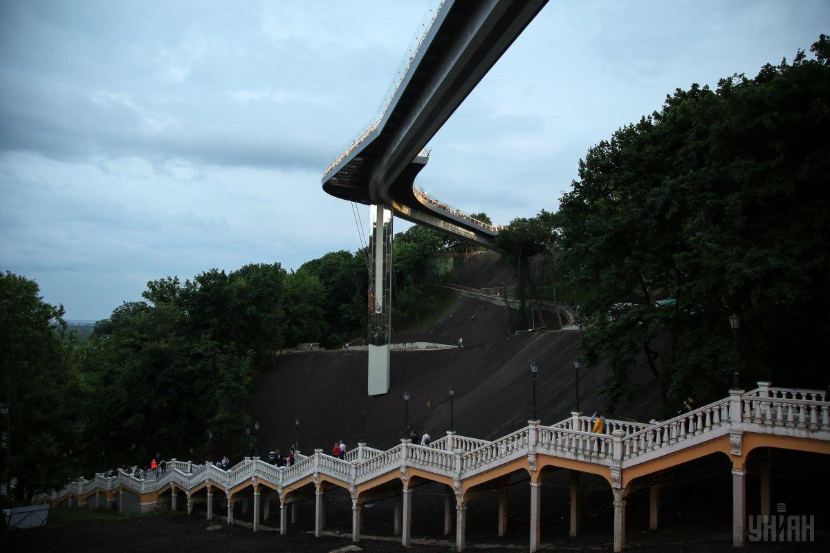 Міст ставить під загрозу не лише історико-архітектурне надбання, а й людські життя, переконані експерти / фото УНІАН