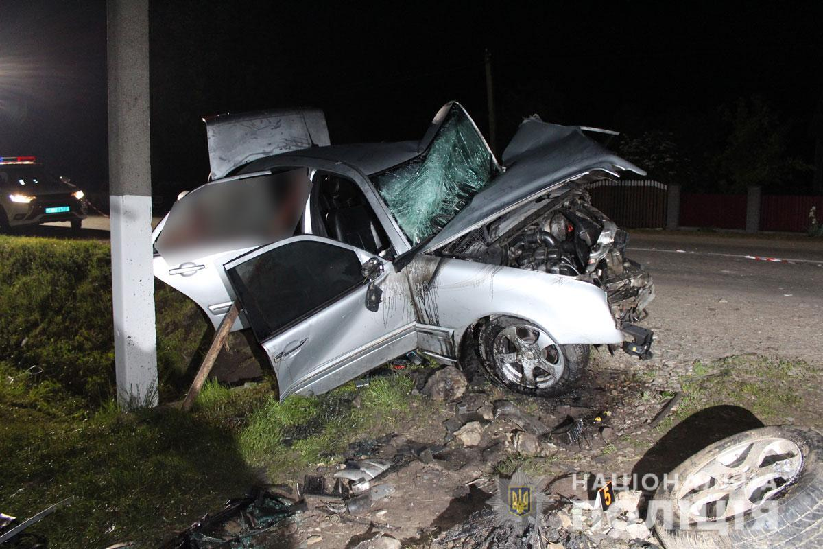 Водитель авто погиб на месте ДТП / фото ГУ НП в Черновицкой области