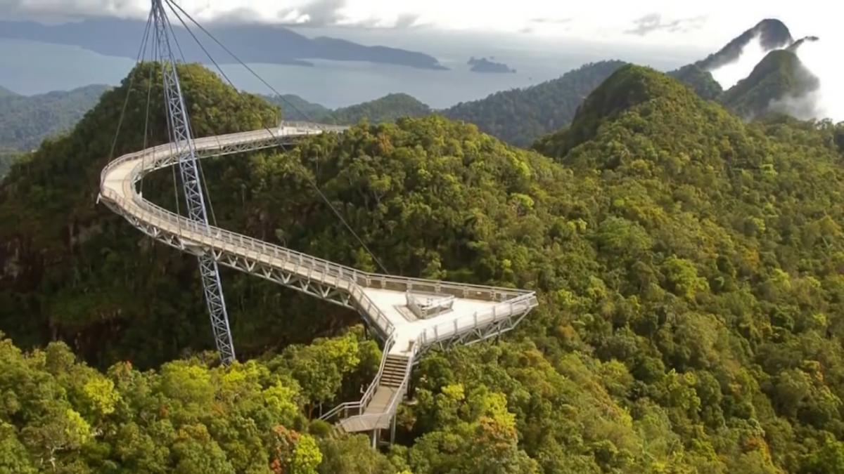 Небесний міст Лангкаві в Малайзіївважається найвищим у світі