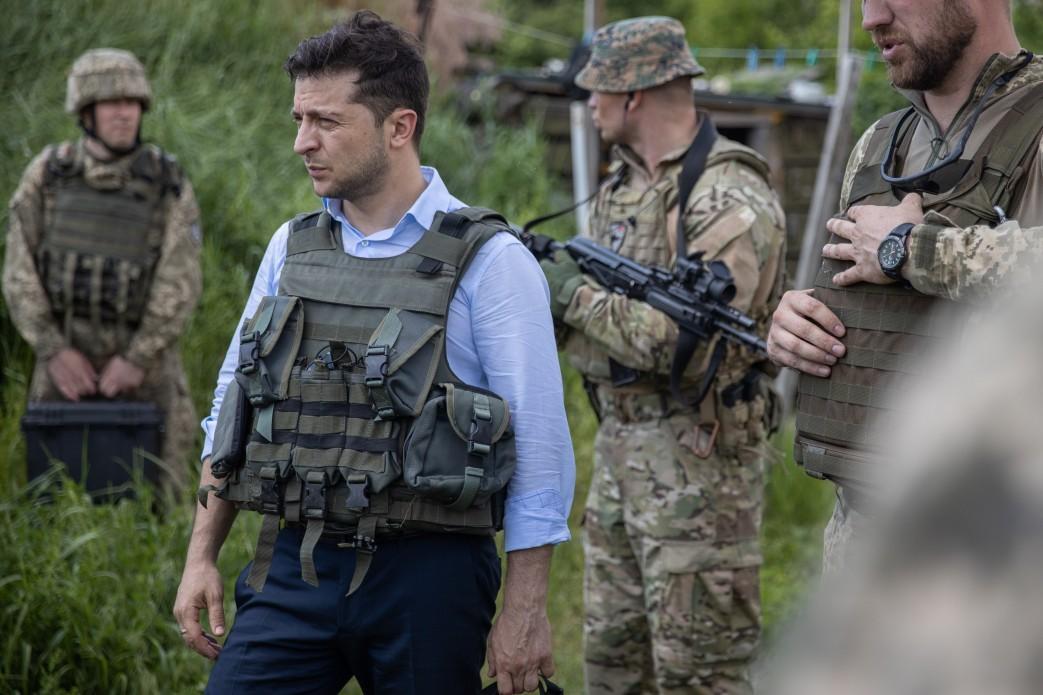 Зеленський відзначив, що в Станиці Луганській відбулось розведення військ з обох сторін / фото president.gov.ua