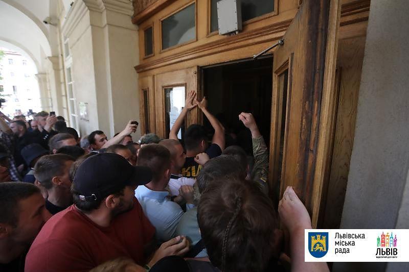29 травня активісти увірвалися до львівської міськради/ city-adm.lviv.ua