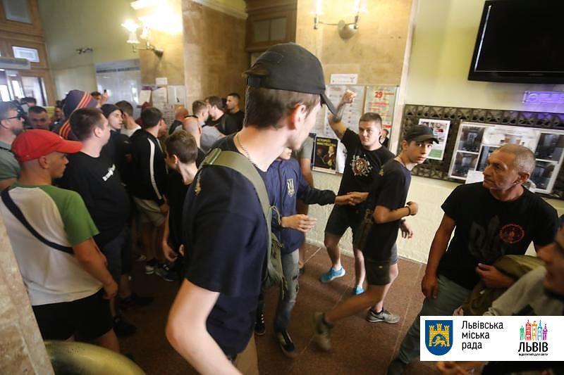 Поліція вже відкрилакримінальне провадження за фактом хуліганських дій у приміщенні міськради/ city-adm.lviv.ua
