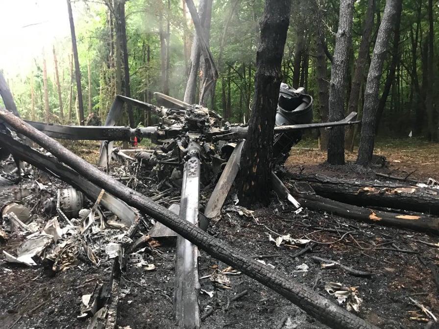 В результате падения вертолета погибли четверо военных / фото ГУ НП в Ровенской области