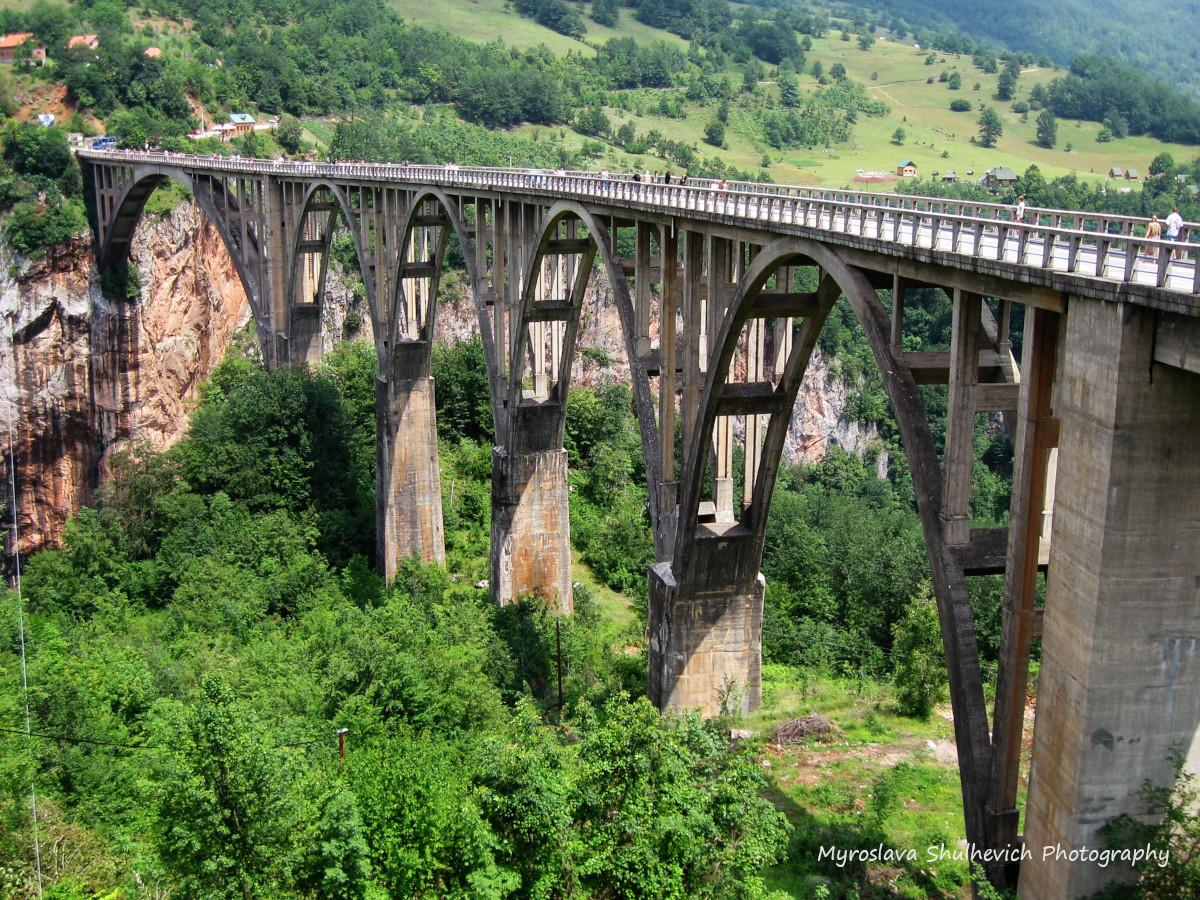 Висота мосту - 172 метри / фото Myroslava Shulhevich