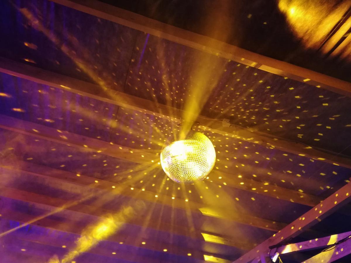Білі ночі - це завжди танці до упаду в яскравих декораціях / Фото Марина Григоренко