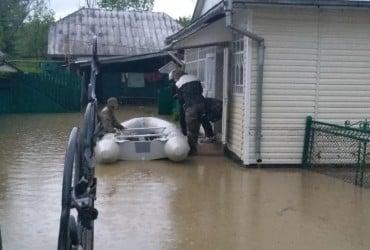 Мощные ливни затопли несколько районов Ивано-Франковской области