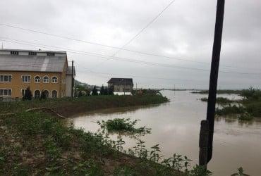 На Закарпатті через потоп перекрили трасу Мукачево-Рогатин