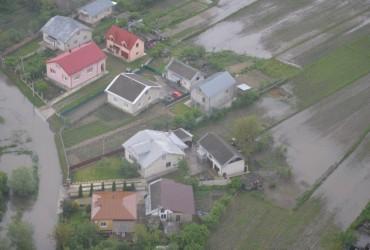 Наводнение на Закарпатье показали с высоты птичьего полета (видео)
