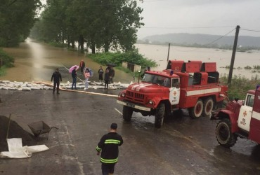 Закарпаття оговтується від потопу: рух на двох трасах відновлено