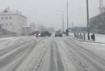 Місто в Росії в кінці травня замело снігом (відео)