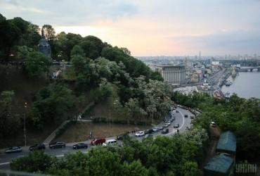 У Києві завтра без опадів, вдень температура до +25°