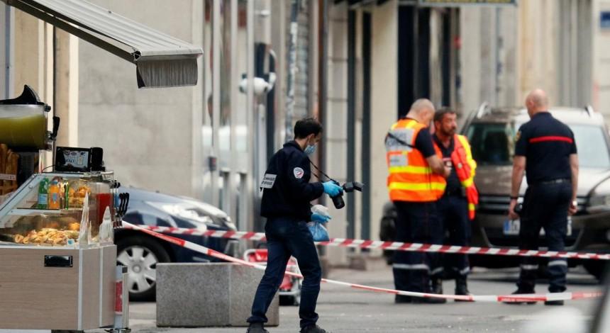 France Lyon: 'Parcel bomb' injures pedestrians – BBC