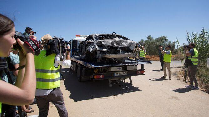 Автомобиль, в котором находился Рейес, сгорел / фото: diariodesevilla.es
