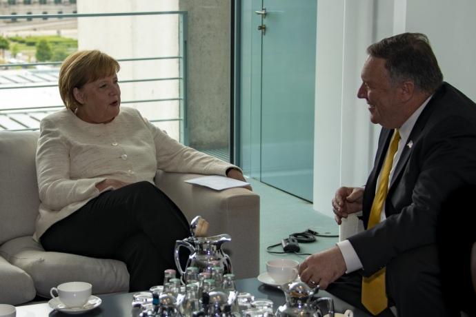 Помпео вчора зустрівся з канцлером Німеччини Ангелою Меркель / фото MORGAN ORTAGUS/TWITTER