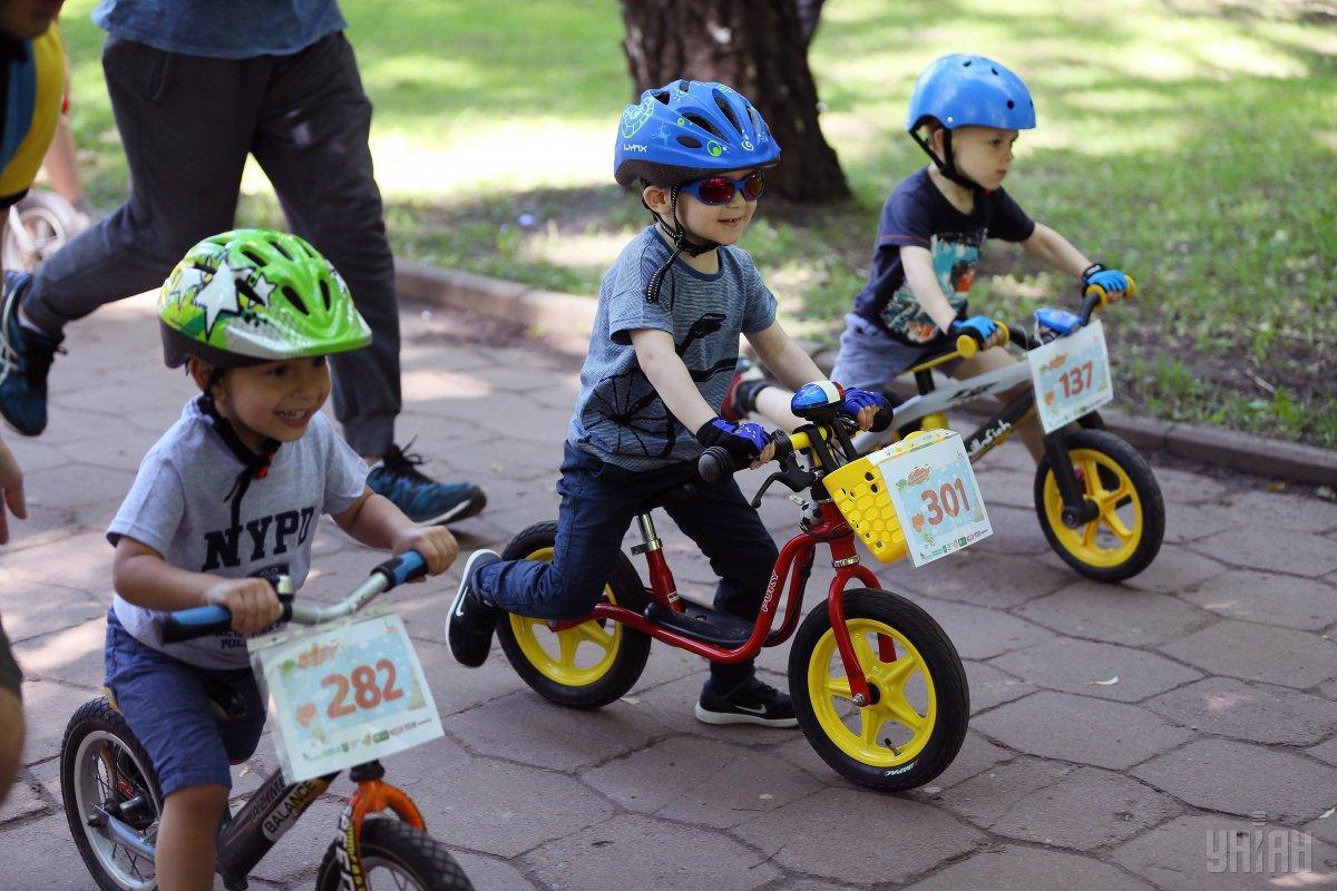 3 июня - день велосипеда / фото УНИАН