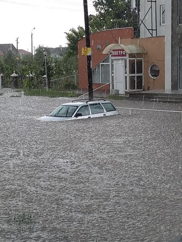 Ливень затопил Новоднестровск / facebook.com/ Павел Марценюк
