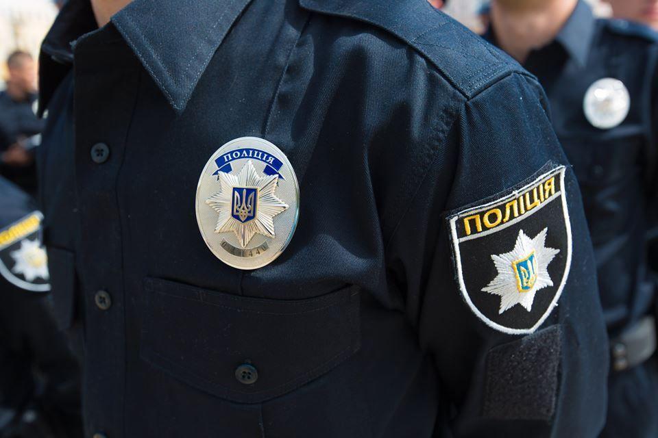 Полицейский спас ребенка / фото 112.ua