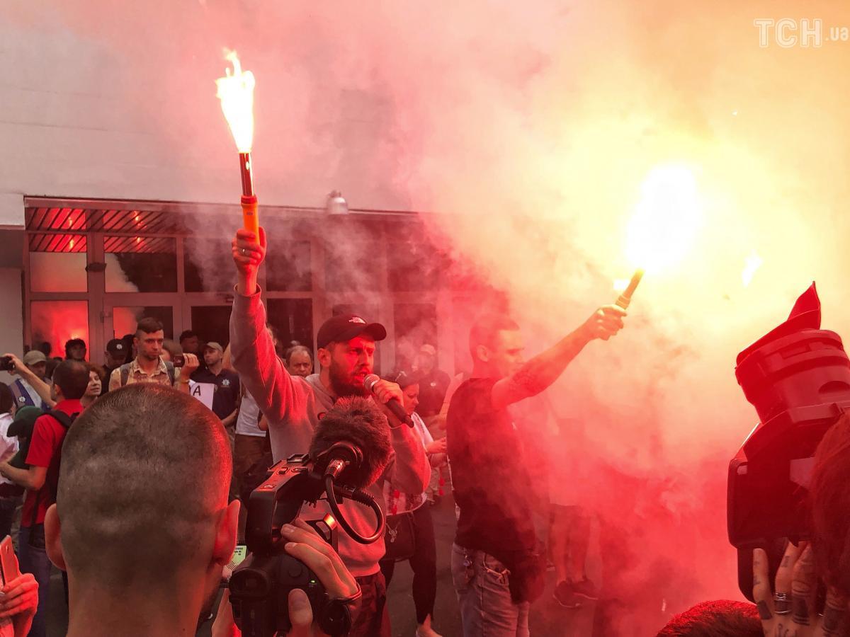 Активисты зажгли файеры и дымовые шашки / фото ТСН